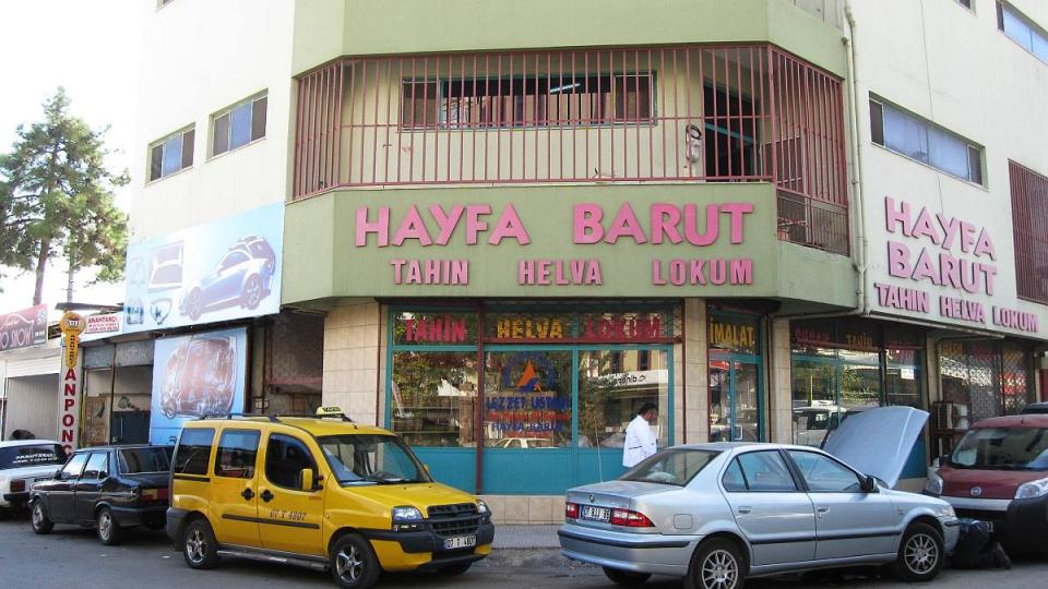 Obchod a výrobna chalvy v Antalyi