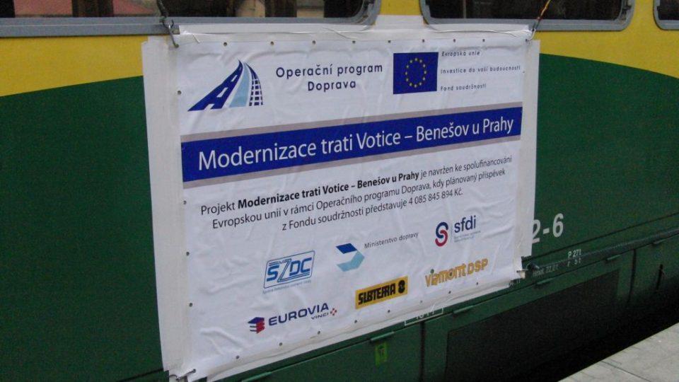 Plakát s informacemi o modernizaci tratě