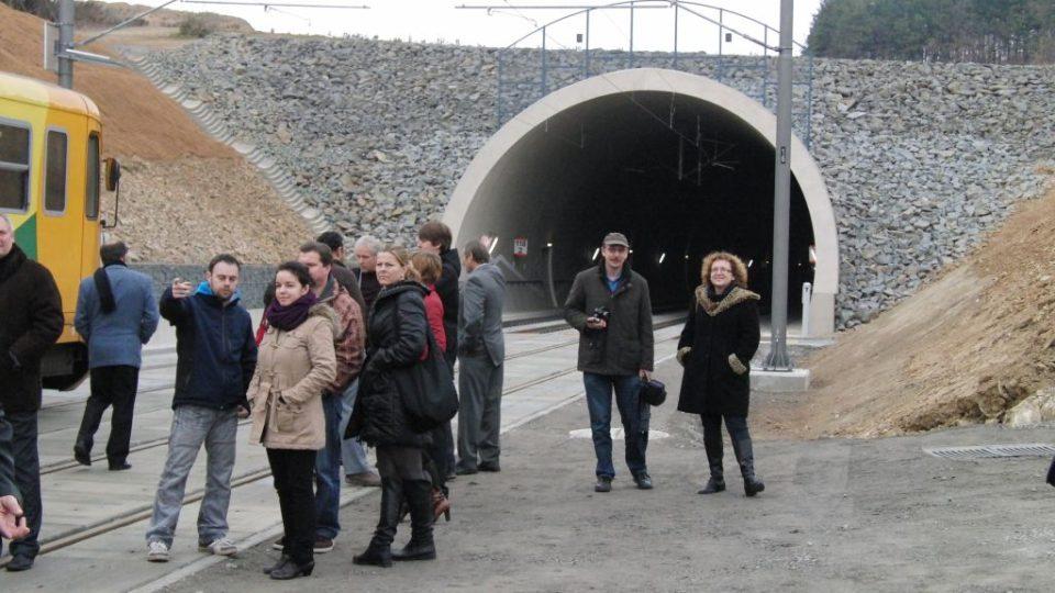 Před tunelem