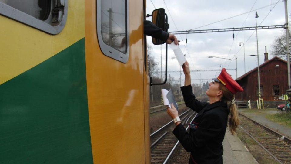 Výpravčí u vlaku