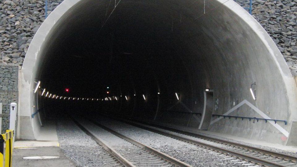 Železniční tunel, trasa Votice - Benešov u Prahy