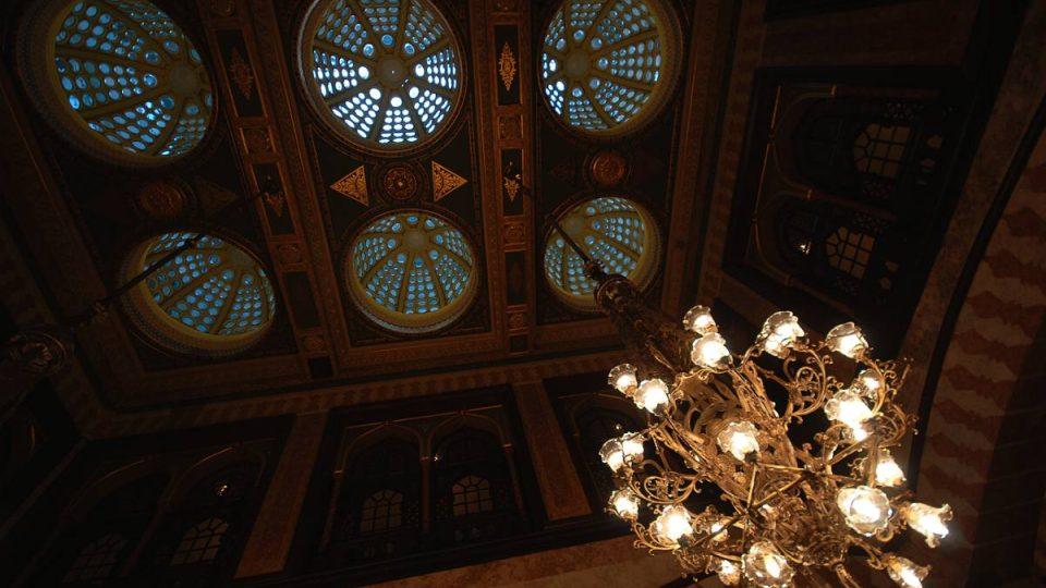 Strop hlavní haly hotelu Pera Palace