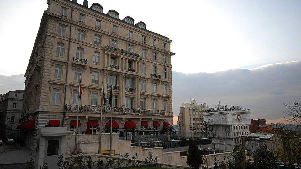Ve výhledu z historického hotelu už dnes překáží řada jiných budov