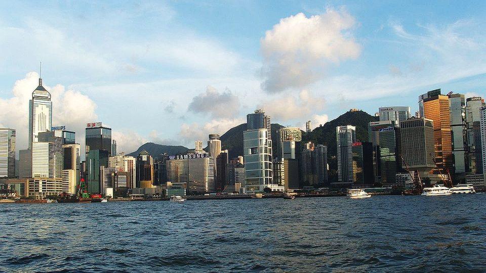 V Hongkongu nepotřebují komiksové hrdiny, aby se jim proháněli městem. Mají své pavoučí muže