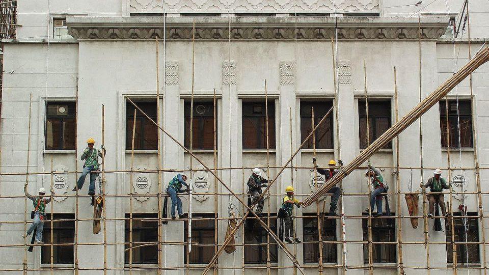 Jak už to ve stavebnictví bývá, lešení se musí dostavovat za pochodu