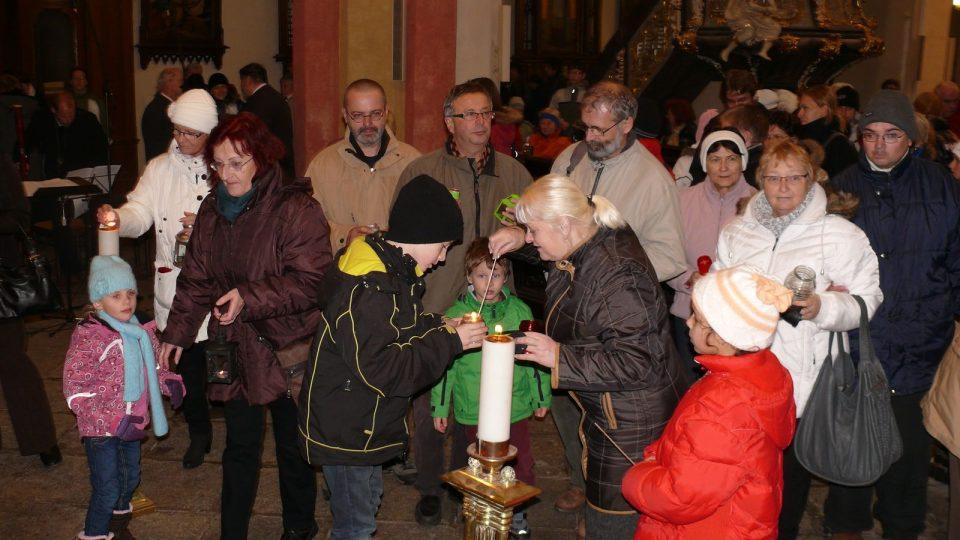 Slavnost předávání Betlémského světla v Českých Budějovicích