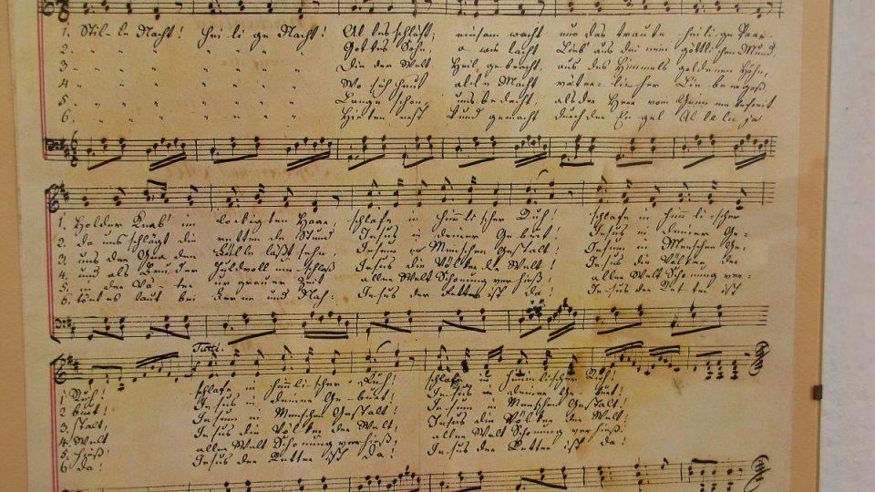 Píseň Tichá noc se dnes zpívá v mnoha jazycích a různých hudebních žánrech