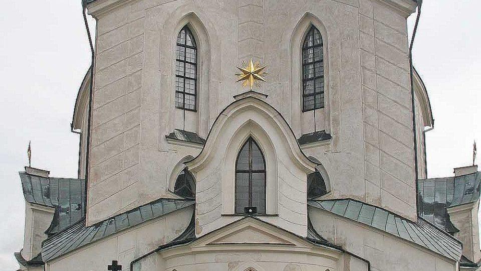 Poutní kostel sv. Jana Nepomuckého u Žďáru nad Sázavou je typickou stavbou takzvané barokní gotiky