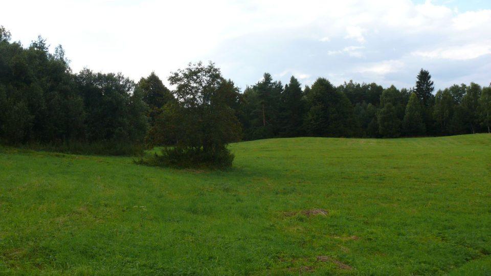 Na tomto místě stál rodinný dům s velkým ovobcným sadem