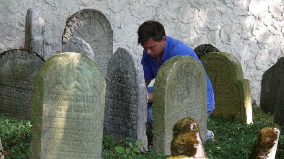 Restaurování  židovského hřbitova v Kolodějích nad Lužnicí