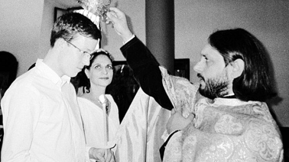 Koruna a svíce jsou nezbytné součásti pravoslavného obřadu