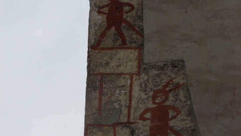 Tajemné malby na kostele v Klášterci nad Orlicí