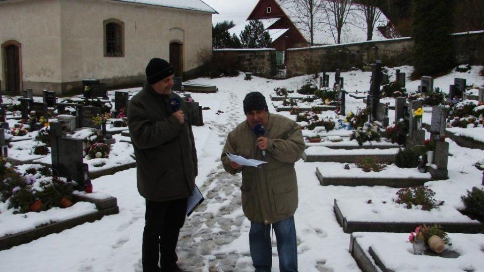 Vladimír Čech a František Musil natáčí v místech, kde stával v Klášterci nad Orlicí klášter