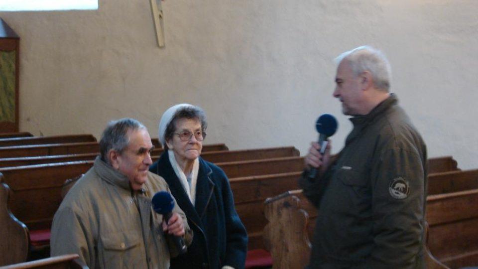 Vladimír Čech, František Musil a paní Staříková v kostele v KLášterci nad Orlicí