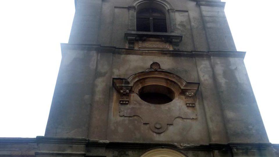 Věž kostela svaté Kateřiny můžete vidět už zdálky