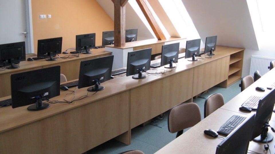 Paseka - nová počítačová učebna.JPG