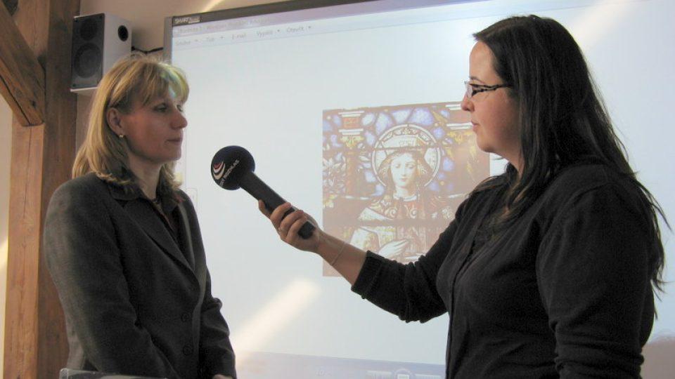 Paseka - ředitelka Základní školy Jana Knápková a redaktorka Monika Tomášková