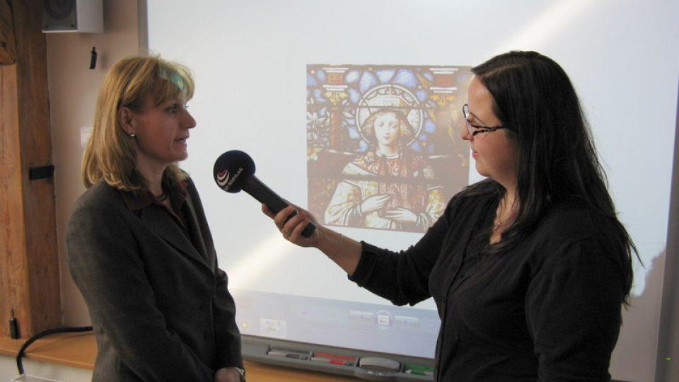 Paseka - v pozadí nová interaktivní tabule s obrazem svaté Kunhuty