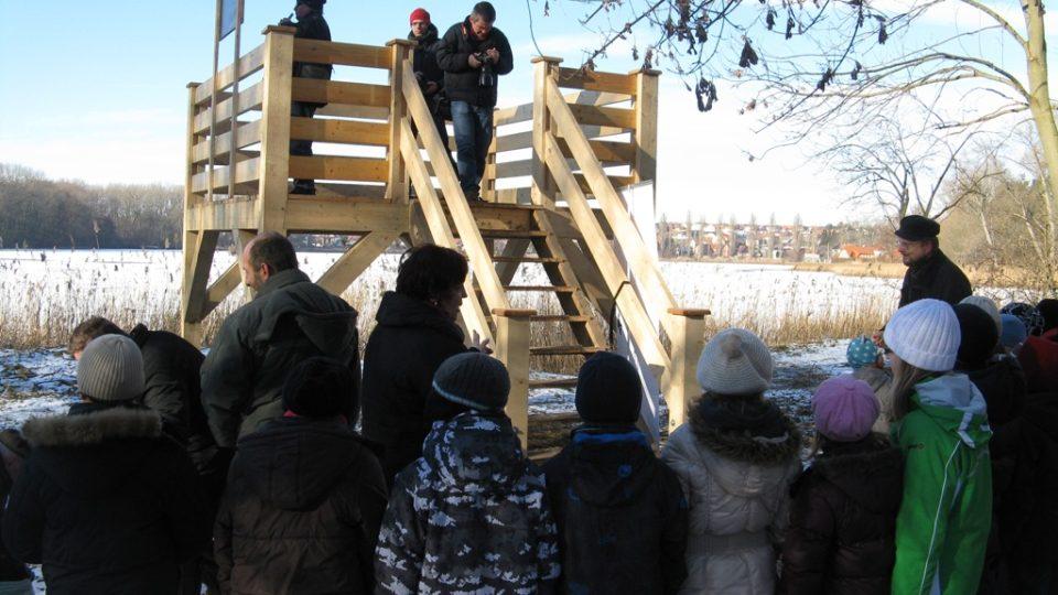 Na otevření pozorovatelny se přišli podívat i školáci