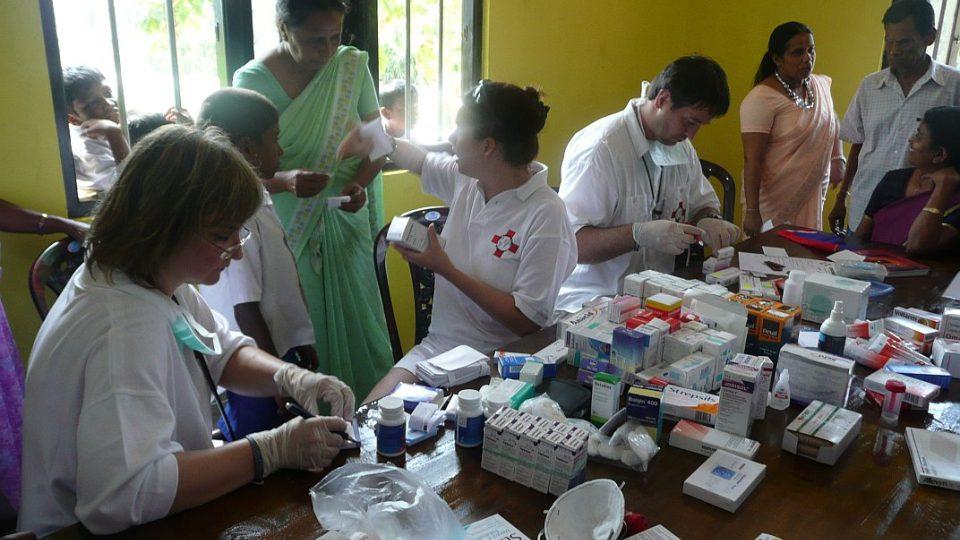 Srí Lanka - léčba pacientů v nové knihovně