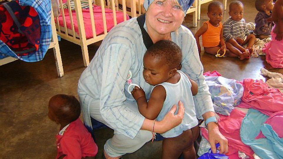 Tanzanie - dobrovolnice International Humanity Eva Mahrová v sitotčinci