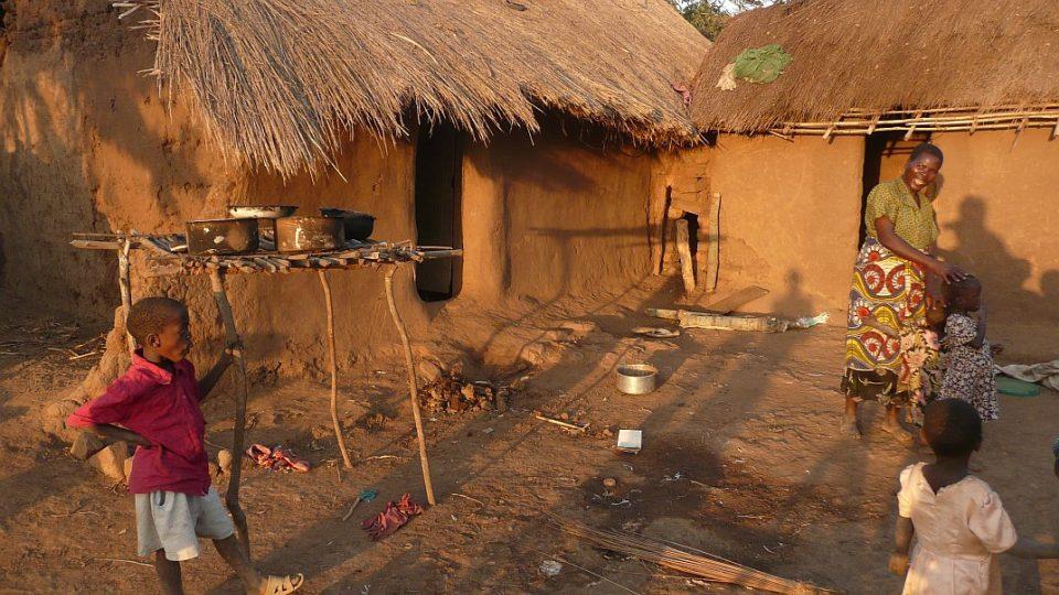 Tanzanie - dům chudé rodiny