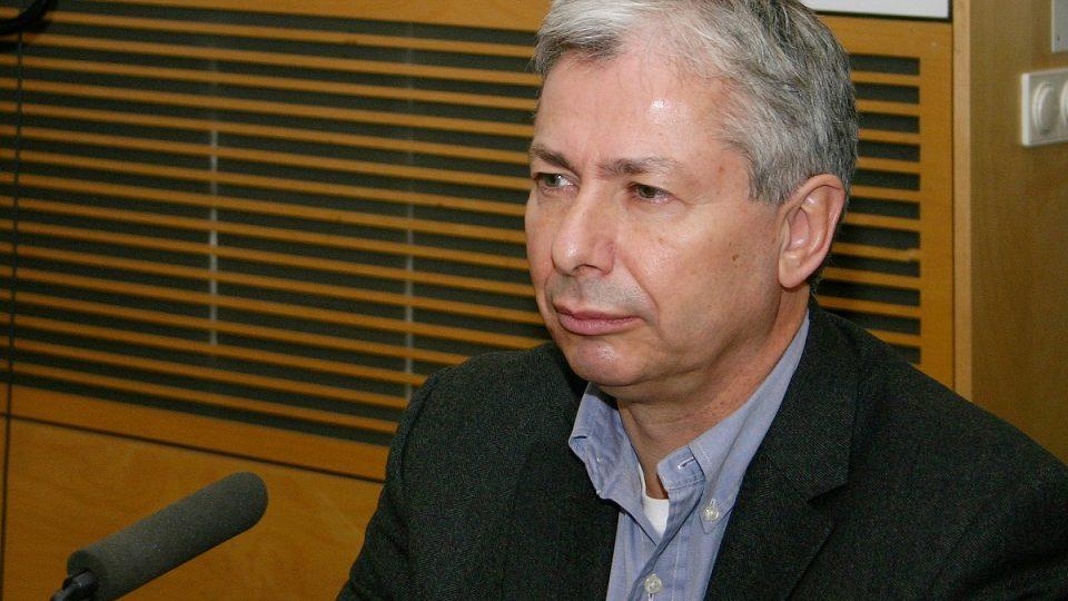 Pozvání Lucie Výborné přijal oční chirurg Martin Filipec