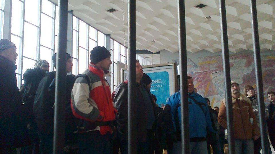 Protest proti bourání havířovské nádražní haly