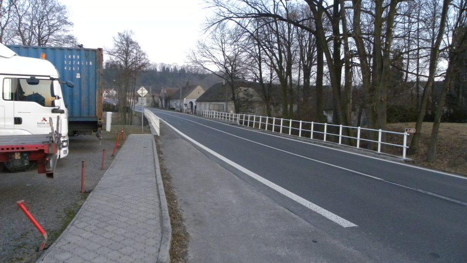 Stradouň - hlavní průtah obcí