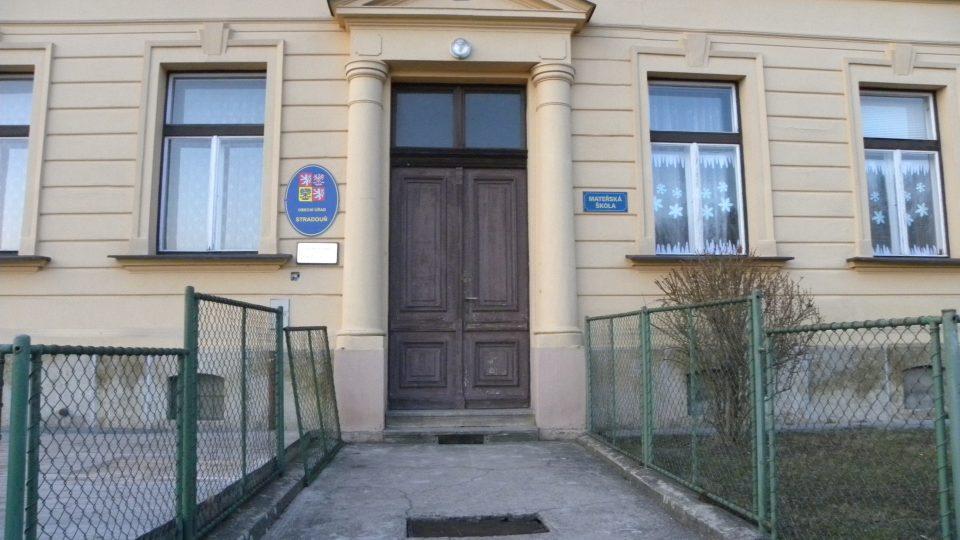 Stradouň -školka a obecní úřad