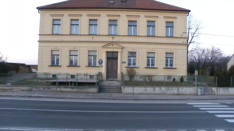 Stradouň - školka a obecní úřad
