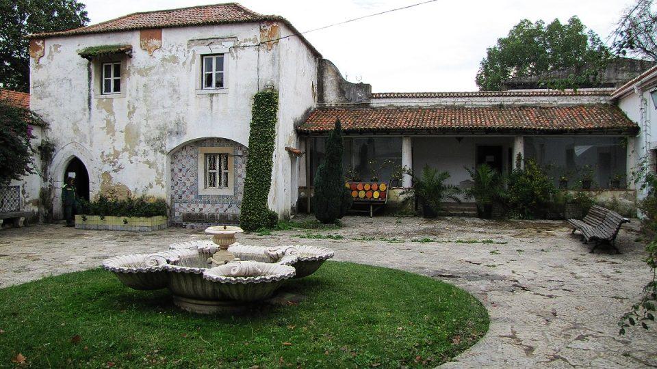 Lisabonská škola zahradnická a dlaždičská sídlí v romantickém statku Quinta do Conde dos Arcos