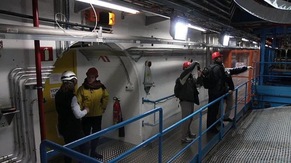 Na lávce před detektorem ATLAS