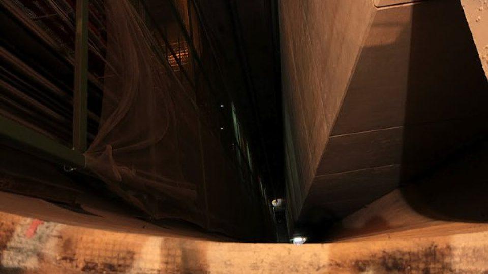 Pohled do šachty. Pod námi se nachází ATLAS