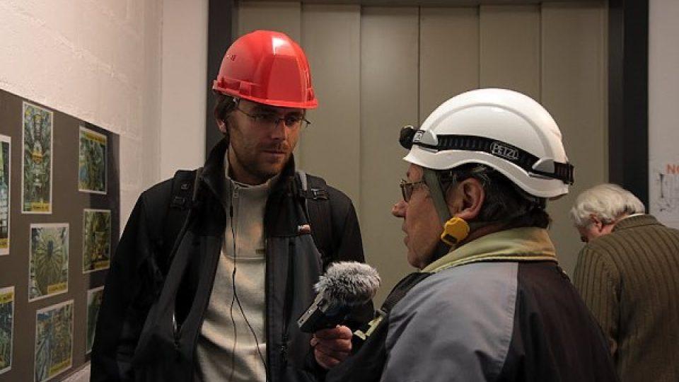 Do podzemí klesáme výtahem