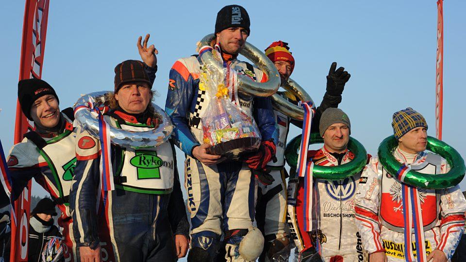 Stupně vítězů - 1. SK Osečná (Jan Pecina, Lukáš Volejník), 2. Hutla Team (Radek Hutla, Lukáš Hutla), 3. polskorakouský tým (Miroslaw Daniszewski, Josef Kreuzberger)