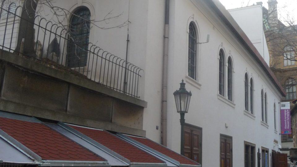 Klausová synagoga už neslouží liturgickým účelům, je v ní umístěna expozice Židovského muzea