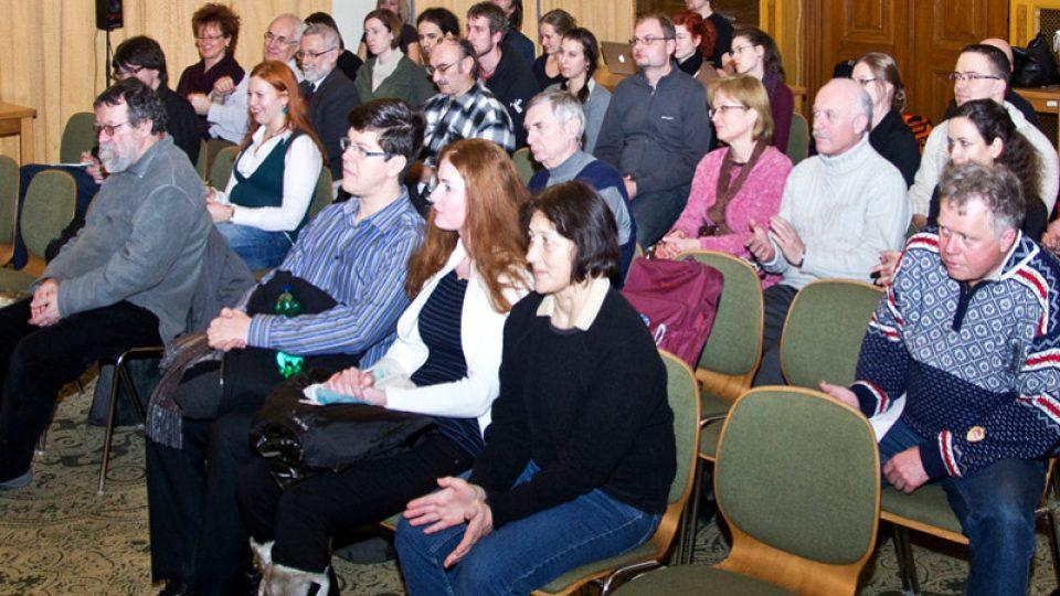 Do diskuse se živě zapojilo také publikum
