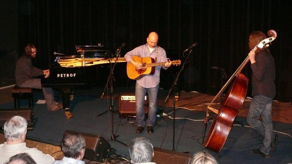 Jiří Holoubek Trio živě ve Folkové jíšce