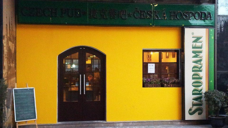 Kdo jednou ochutná české pivo, jiné už prý nechce, soudí provozní české restaurace v Pekingu