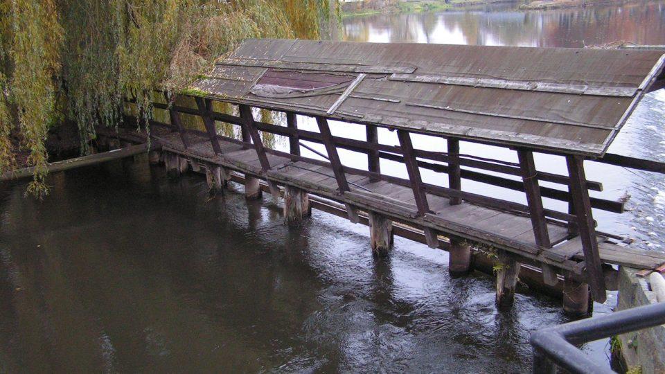 Řeka Otava, na které stojí vodní elektrárna.