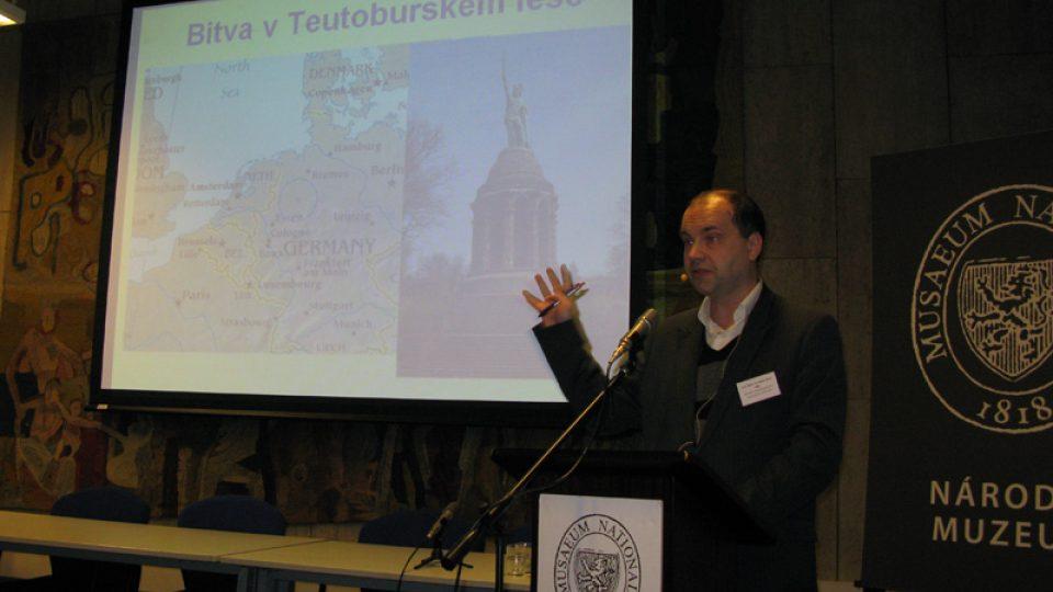 Prof. RNDr. Ivo Budil, PhD., DSc. na konferenci Archeologie & antropologie