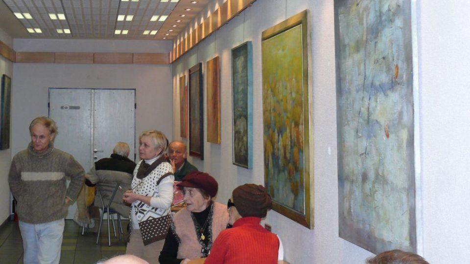 Výstavní prostory denní kavárny v budově Českého rozhlasu České Budějovice v únoru nabídly výstavu obrazů malířky Miroslavy Oberreiterové.