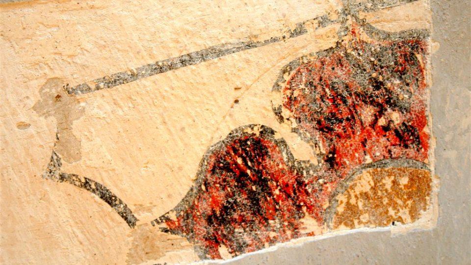 Ve středověkém kostele sv. Jana Křtitele v Žumberku u Trhových Svinů odhalili restaurátoři v interiéru čtyřlodí vzácné nástěnné malby.