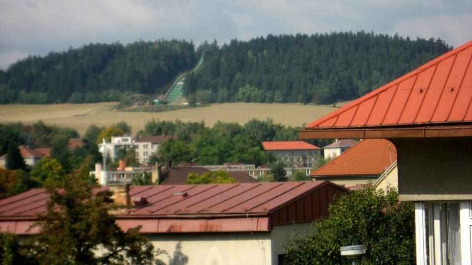 V blízkosti Nového Města na Moravě je také areál pro skoky na lyžích