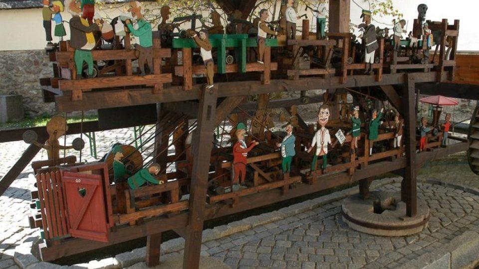 Originální mechanický mlýnek vyrobil dětem pro radost Vincenc Navrátil z Víru