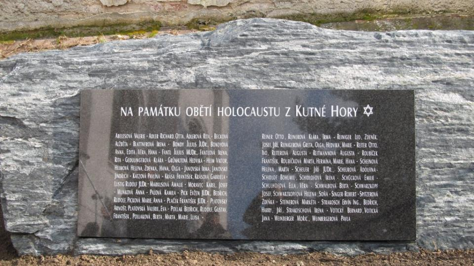 Nová pamětní deska připomínající oběti holocaustu