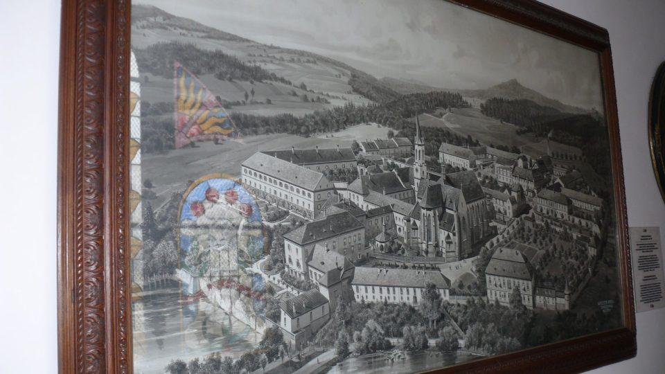 Tento obraz na začátku prohlídkové trasy připomíná, jak klášter vypadal v minulosti.