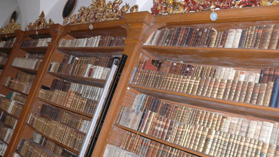 V knihovně cisterciáků ve Vyšším Brodě je více jak 70 tisíc výtisků.