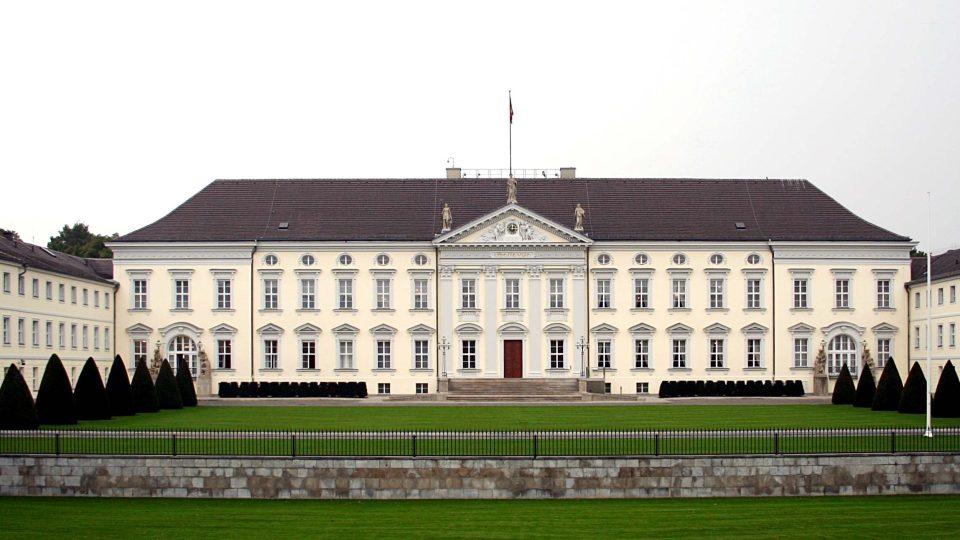 Klasicistní zámek byl postaven roku 1786 pro mladšího bratra Fridricha II.